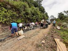 Hari Ini, Dandim 0304/Agam Bersama Warga Lakukan Pengecoran Jalan Sungai Puar Palembayan
