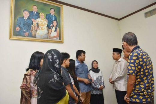 Takziah ke Rumah Almarhum Ketua DPRD Asril Kasuma, Wako Hendri Arnis: Almarhum Punya Peran Penting Memajukan Padang Panjang