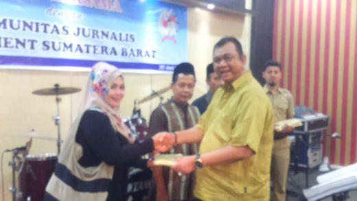 Buka Puasa Bersama, Ketua DPRD Sumbar Hendra Irwan Rahim Ajak Wartawan Ambil Peran dalam Pembangunan Daerah