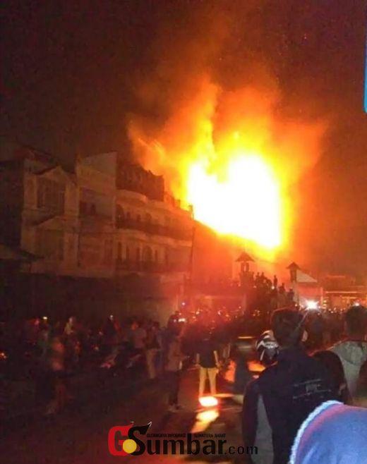 Empat Ruko di By Pass Bukittinggi Ini Terbakar, Satu Orang Korban Alami Luka Bakar