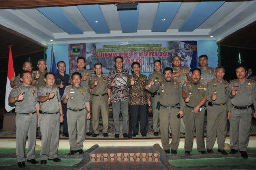 Gubernur Irwan Prayitno Buka Rakor Satlinmas se-Sumatera Barat di Padang Panjang