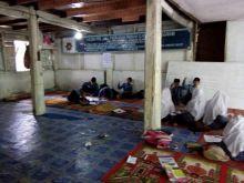 Pasca Banjir Siswa MTI Paninggagan Kabupaten Solok Belajar di Mushalla