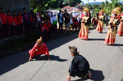 Tari persembahan menyambut tamu. (Foto-Foto: dok Tya Setiawati)