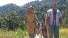 Kunjungi Petani, Wabup Dharmasraya Raja Medan Dijamu Makan di Tengah Sawah