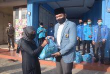 KNPI Pusat Melalui Wako Fadly Amran Salurkan Paket Sembako Kepada Masyarakat Terdampak Covid - 19