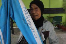 Nenek di Bukittinggi Ini Rela Berjalan Kaki, Demi Membeli Celana Olahraga Cucunya