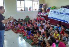 Tim LAZIS Dewan Dakwah Jenguk Pengungsi Galodo Jorong Lambak Pasaman