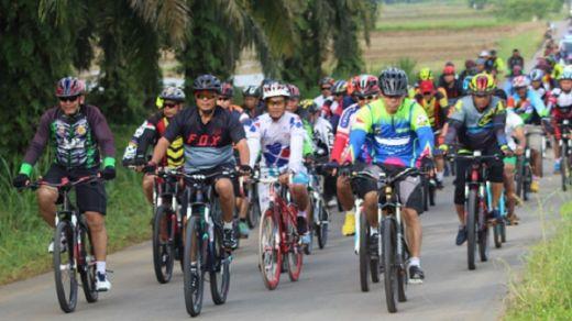 Jalin Keakraban, Polres Dharmasraya dan Polres Sijunjung Lakukan Sepeda Santai Bersama