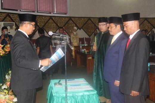 Miswar Jambak dan Aprianto Resmi Jadi Anggota DPRD Padang