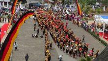 Tari Kolosal Rantak Saragam Menyintak Bumi Pukau Penonton di Festival Pesona Minangkabau