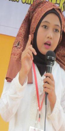 Bunga Putri Syahara Juara I Bercerita Rakyat