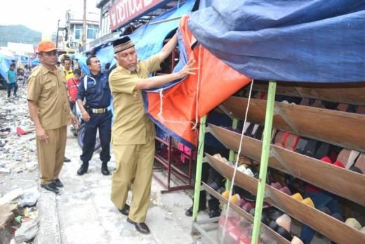 Bertandang ke Pasar Raya, Walikota Padang Tertibkan Pedagang