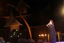 Penyanyi Erni Djohan Hibur Ribuan Penonton, Festival Pesona Budaya Minangkabau di Batusangkar Ditutup