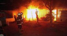 Dua Rumah di Padang Ludes Terbakar, Penghuni Panik Berhamburan Menyelamatkan Diri